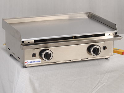 Gas Grill with a Smooth Chromium Plated Hot Plate